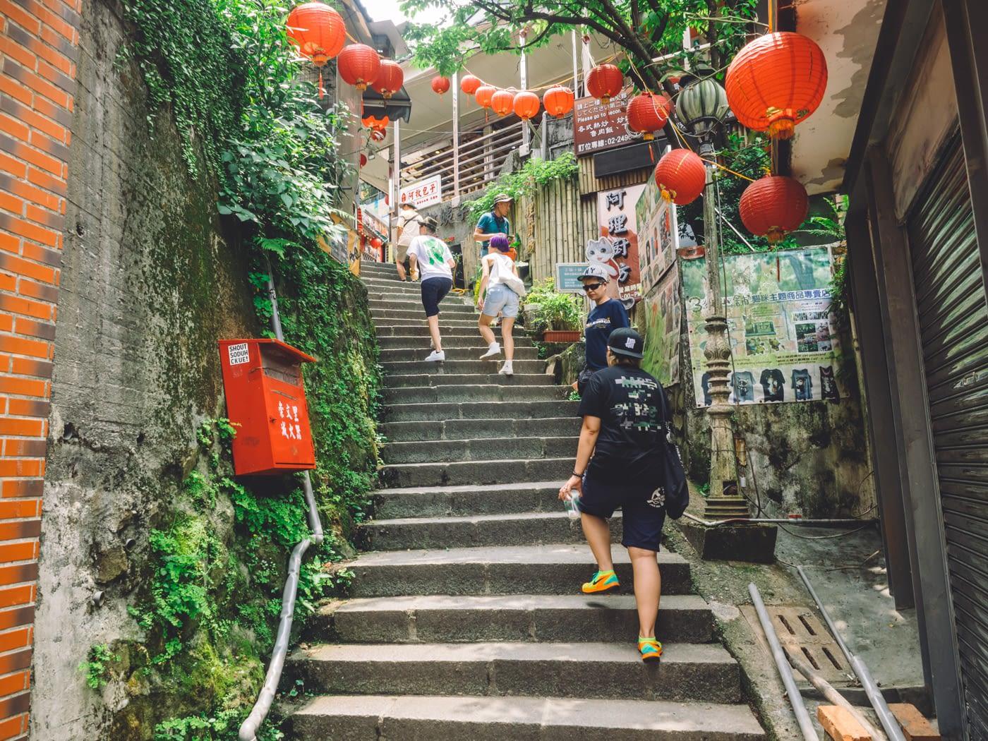 Taiwan - Shifen - Stairs to more shops