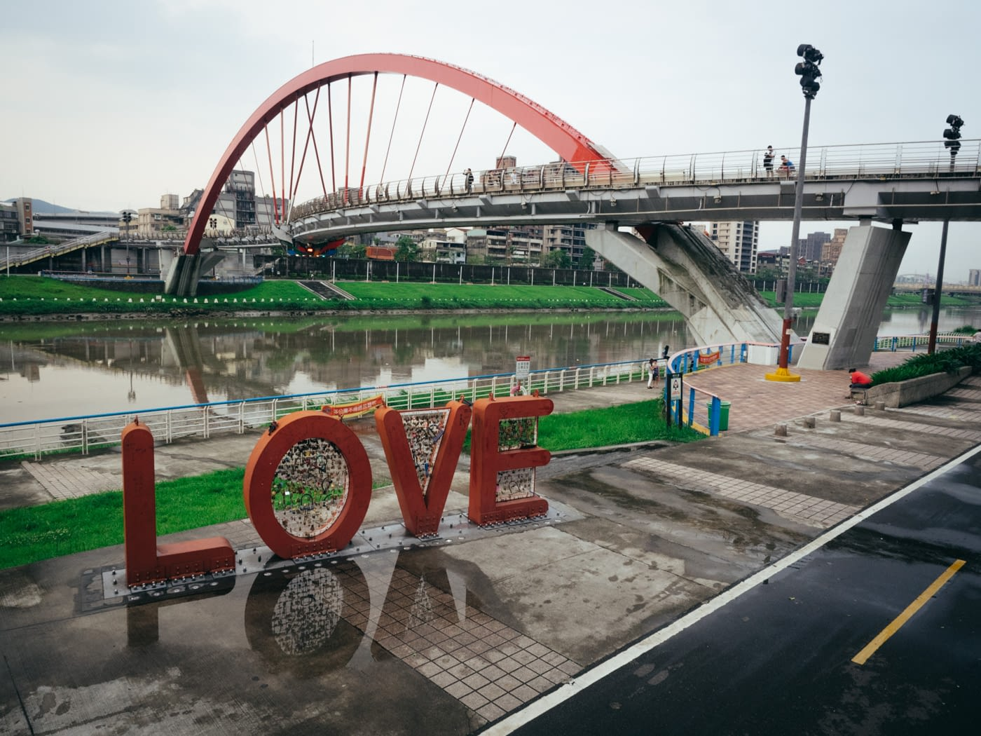 Taiwan - Shifen - Rainbow bridge and Love locks