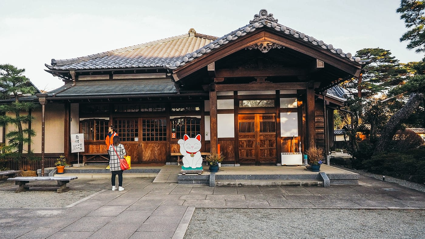 Japan - Gotokuji Temple - Counter to buy the neko or wooden wishes