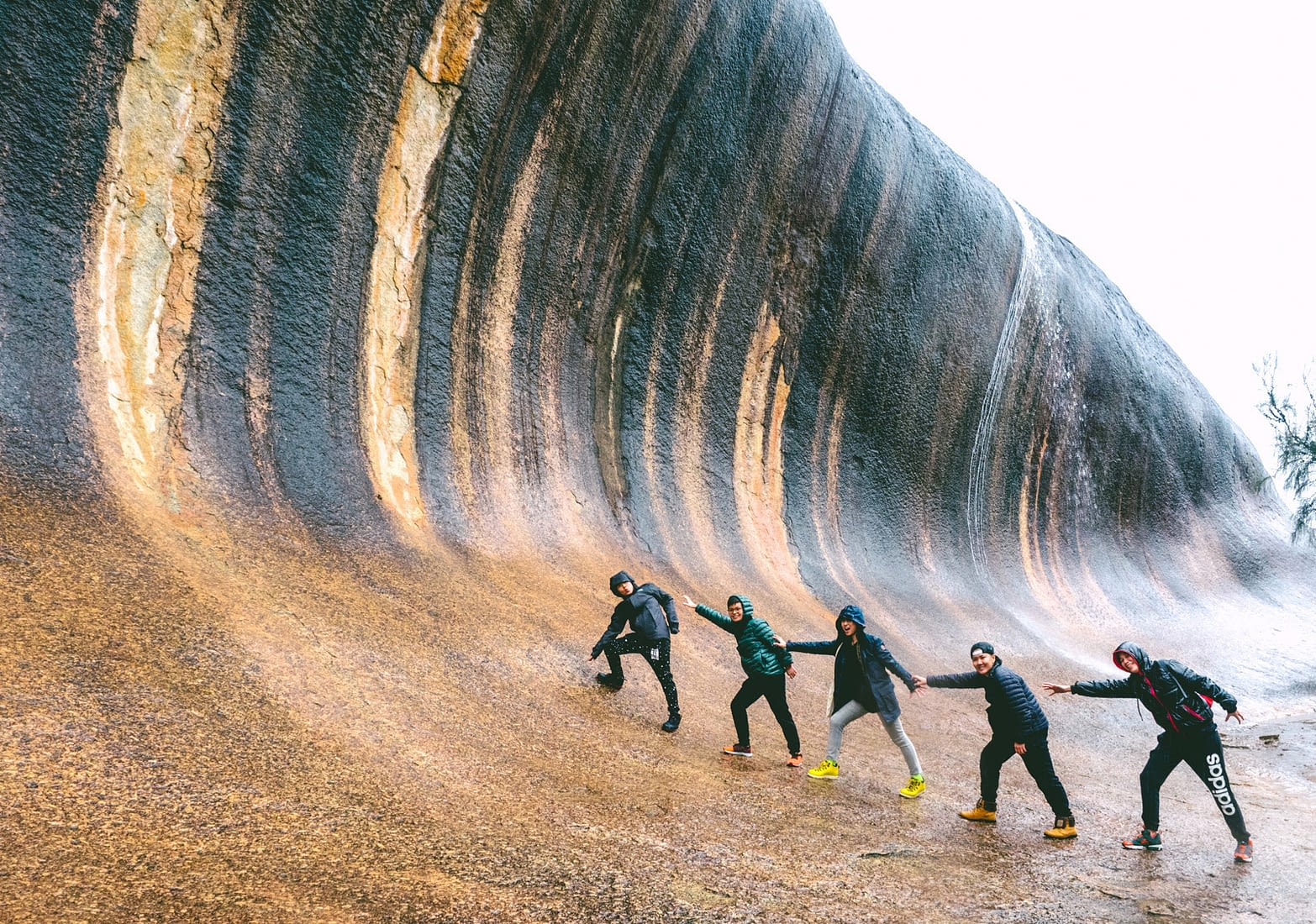 Perth - Wave Rock - Group shot chain