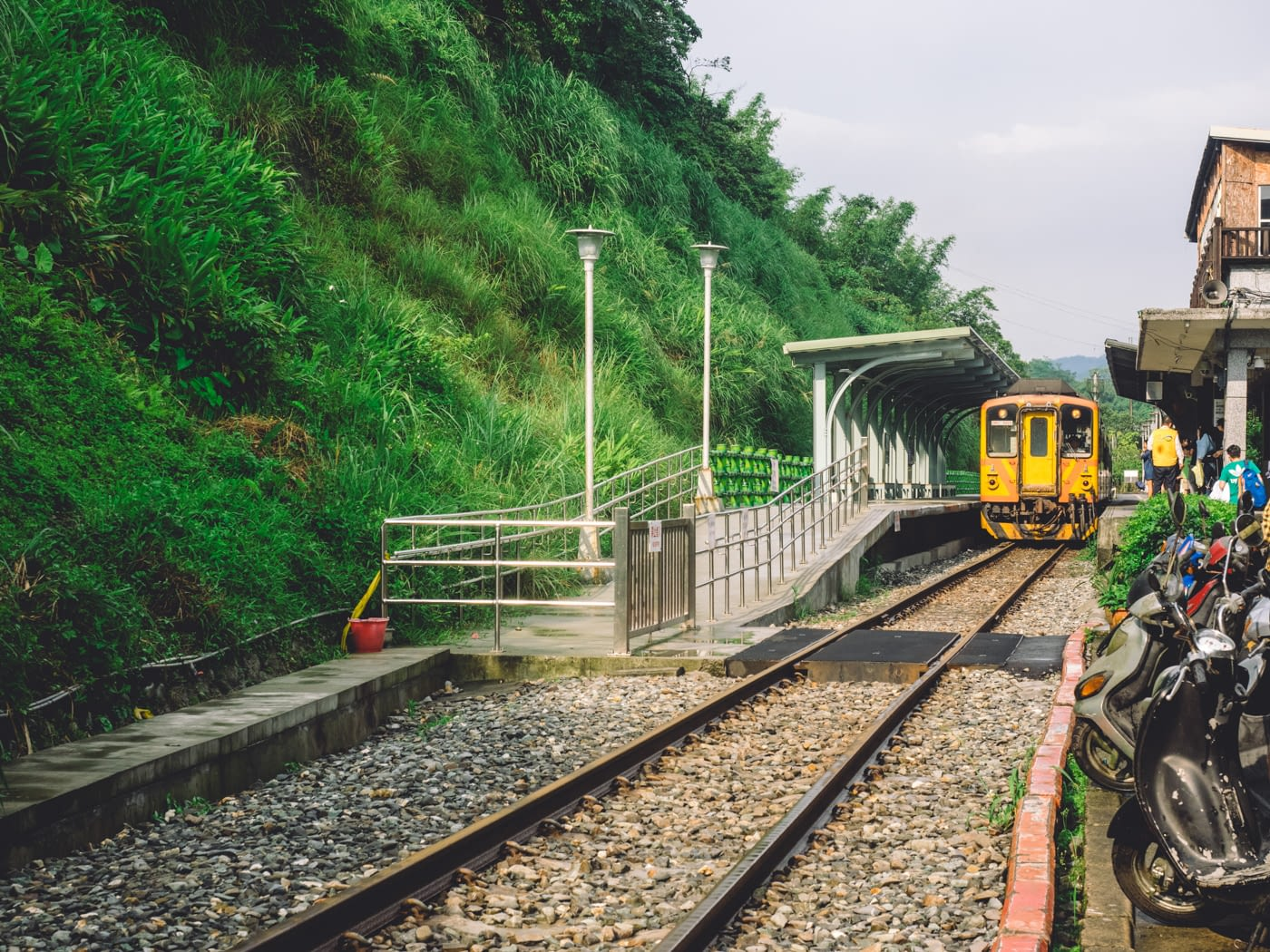 Taiwan - Shifen - Yellow train