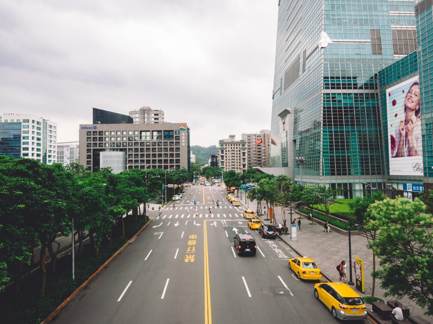 Taiwan - Taipei - Yellow taxis on the street