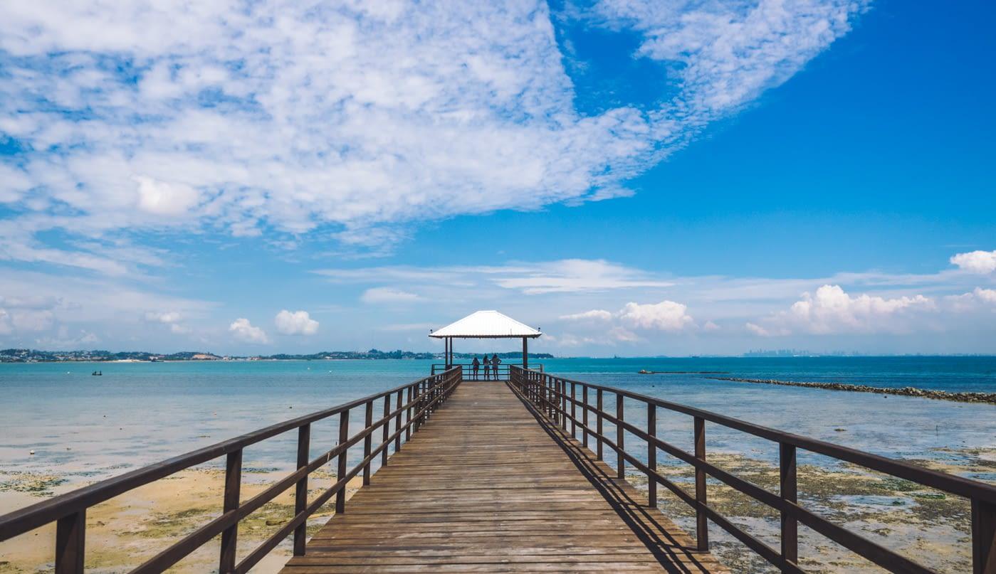 Indonesia - Montigo - Bridge overlooking the sea
