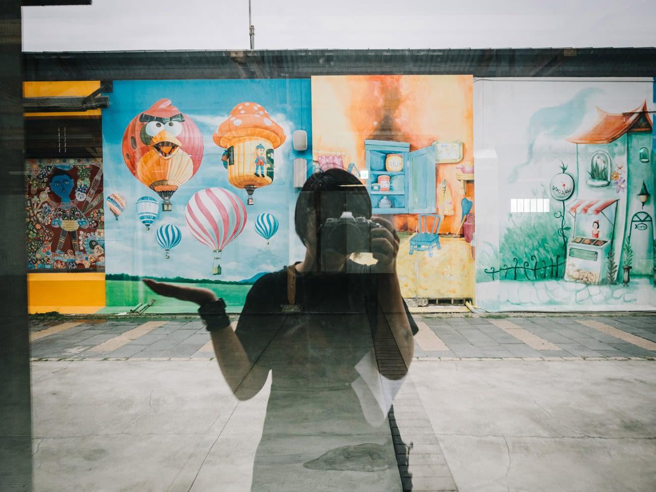 Tainan - Beimen - Selfie with wall art