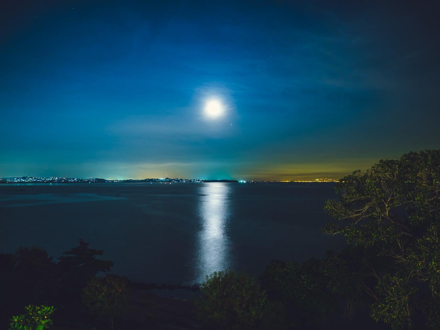 Indonesia - Montigo - Sunset reflecting moon