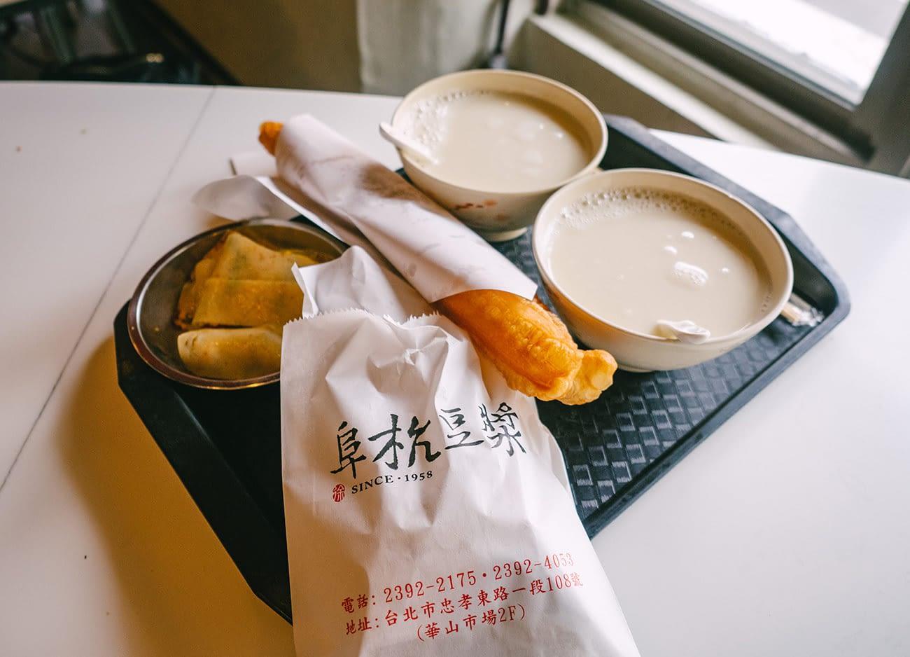 Fu Hang Dou Jiang - Soya milk & you tiao