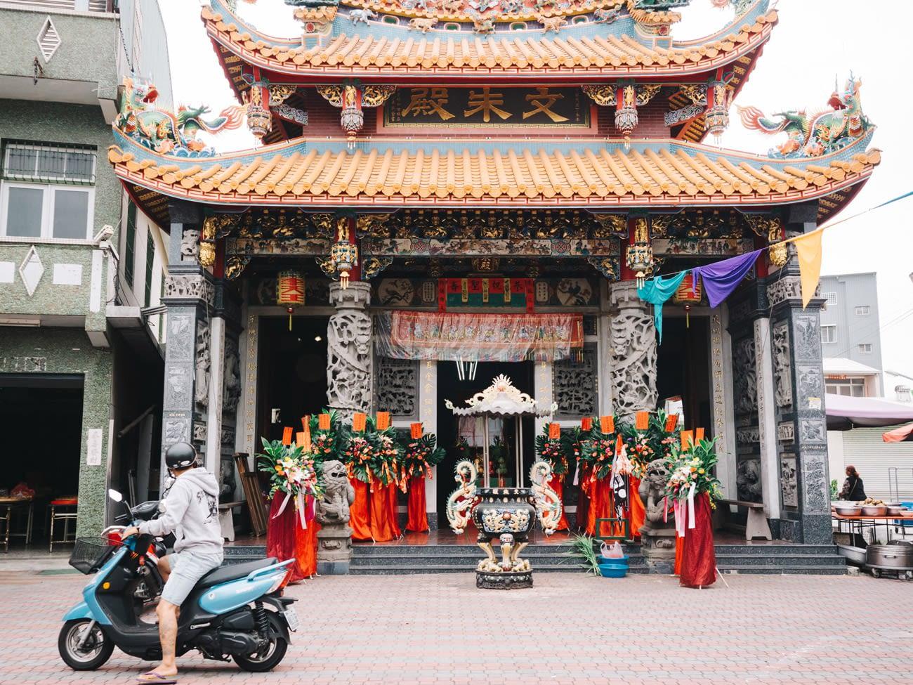 Tainan - Temple entrance