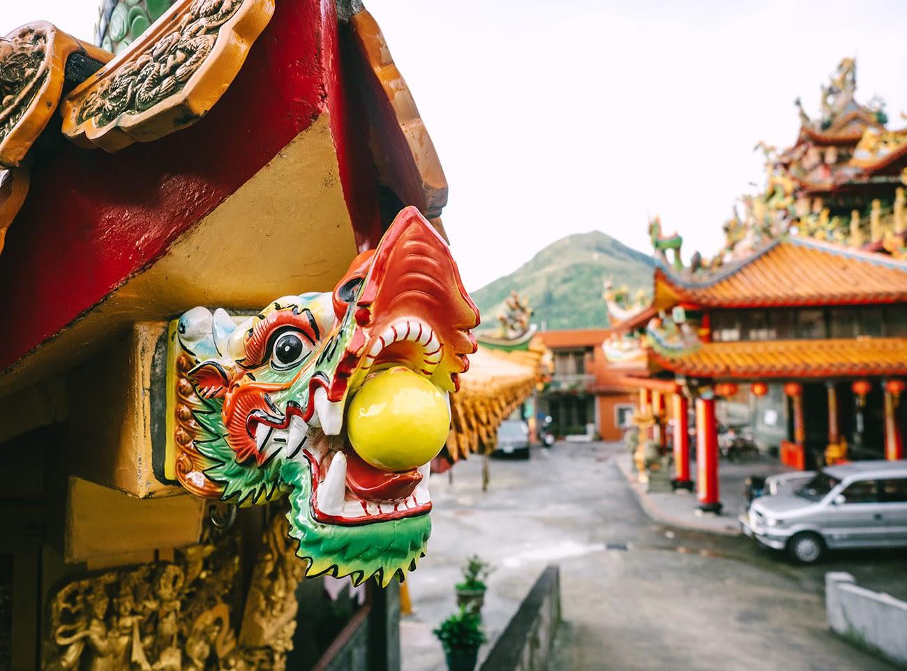 Taipei Jiufen - Shengming Temple dragon statue