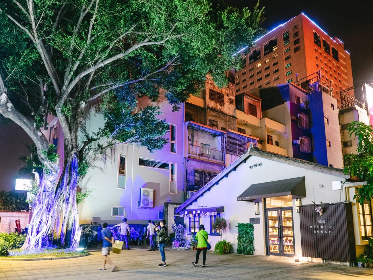 Tainan - Blueprint cultural & creative park - Colourful light show