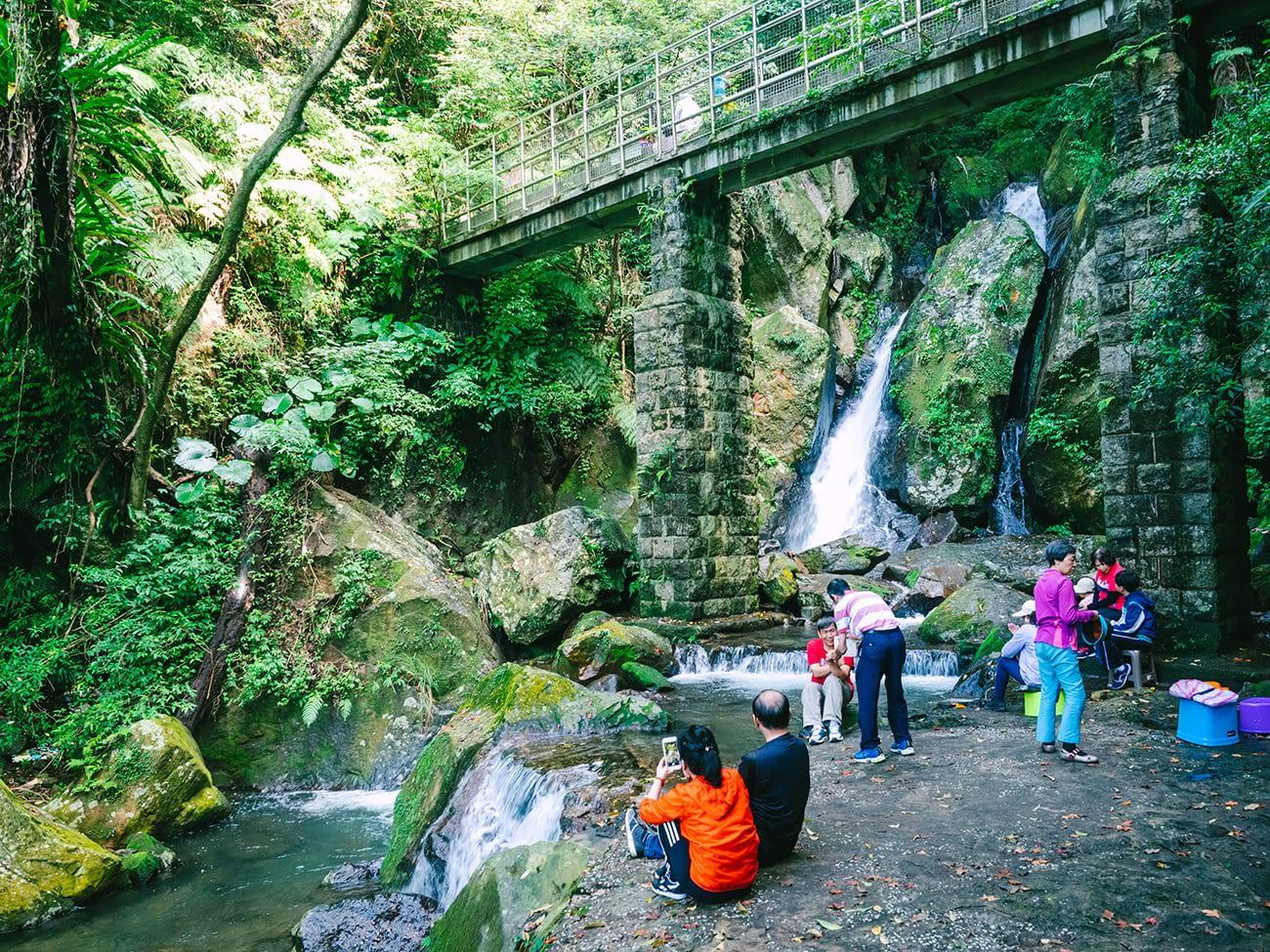 Yangmingshan - Enjoying the waterfall